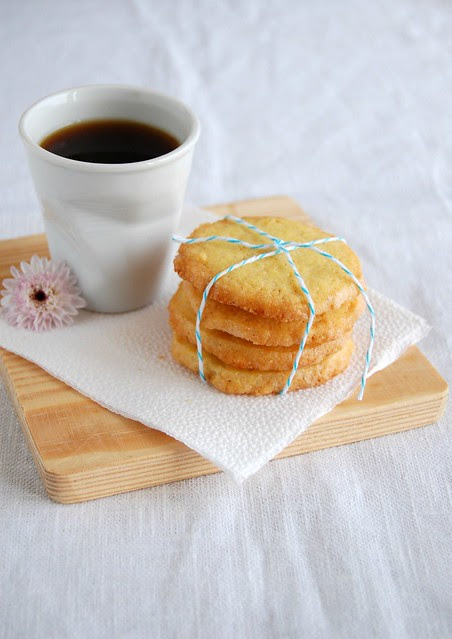 Orange nutmeg cookies / Biscoitinhos de laranja e noz-moscada