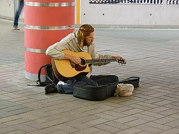 English: Musician in Viru tunnel
