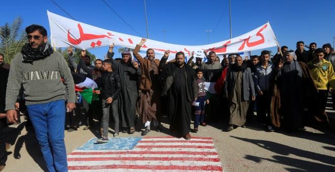 Miembros de la comunidad chiíta protestan en la cudad iraquí de Nayaf contra la decisión de Donald Trump de reconocer Jerusalén como capital de Israel. REUTERS/Alaa Al-Marjani