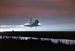 English: Space Shuttle Columbia landing, compl...
