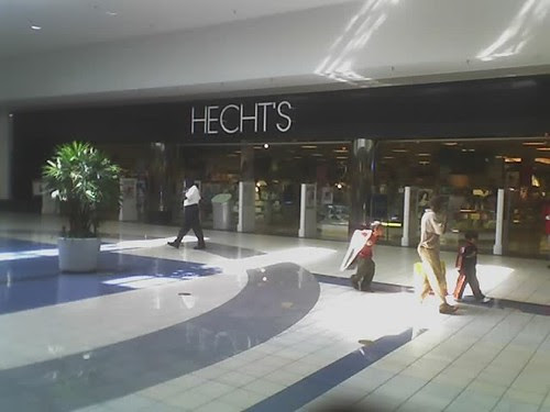 Hecht's mall entrance, PG Plaza