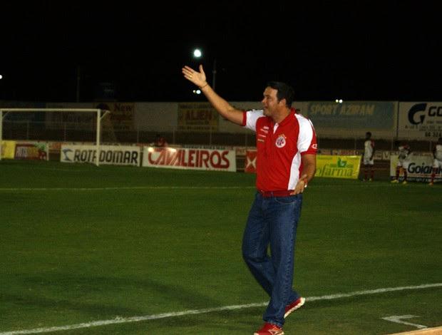 Roberto Fernandes, técnico do América-RN (Foto: Augusto Gomes)