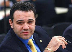 Feliciano propõe boicote à Natura por patrocínio a novela com beijo gay