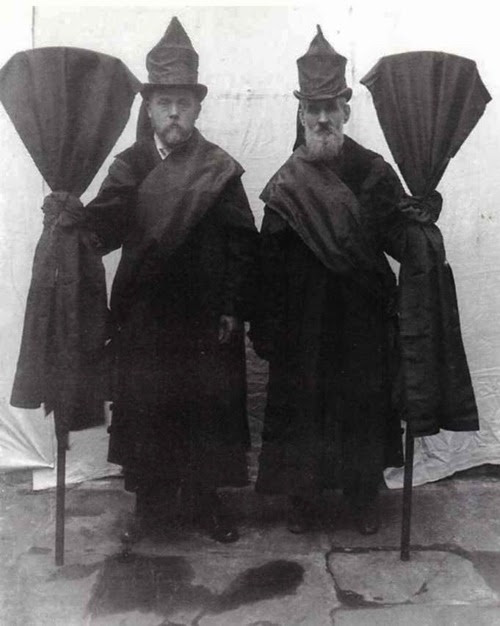 neil-gaiman:  rrosehobart:  victorian professional mourners : retronaut.co  The technical term was an Undertaker's Mute. These are two mutes.