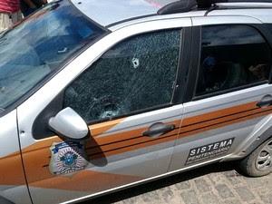 Carro em que o diretor do CDP estava levou dois tiros na janela e um na porta (Foto: Divulgação/Polícia Militar)