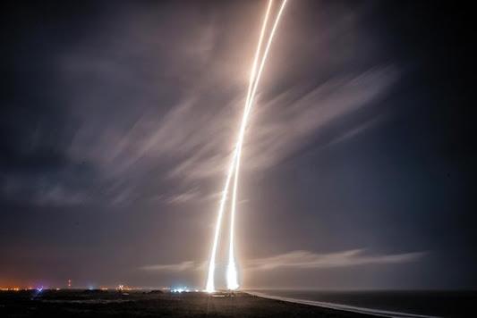 스페이스-X가 최근 '팔콘-9' 로켓을 발사하는 장면. 스페이스-X는 이번에 발사한 로켓을 지상에서 안전하게 회수하는 데 성공했다. / 스페이스-X 제공
