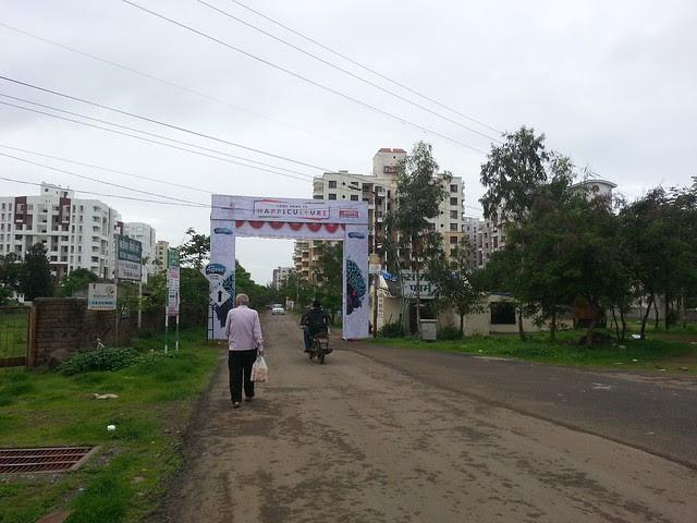Lane to Kunal Aspiree, 2 BHK & 3 BHK Flats at Balewadi, Pune, India