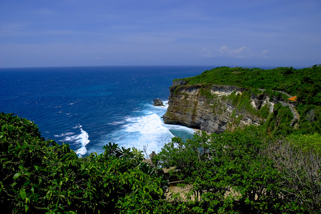 http://upload.wikimedia.org/wikipedia/commons/5/5e/Uluwatu@bali.jpg