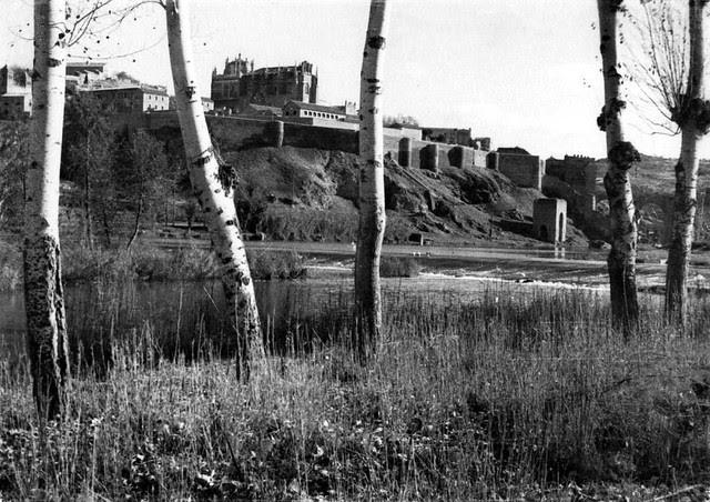 Ribera del Tajo  en 1935. Fotografía Josep Gaspar i Serra © Arxiu Nacional de Catalunya. Signatura ANC1-23-N-1542