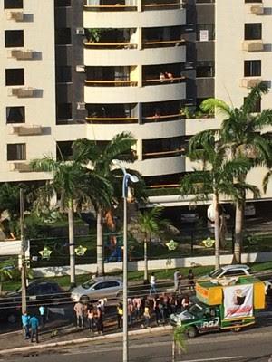 Professores protestam em frente à residência do prefeito de São Luís (Foto: Carlos Silva /Divulgação)