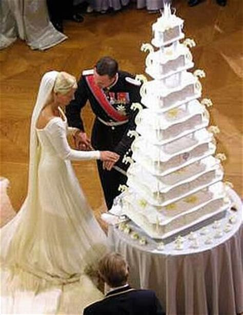 Kate Middleton's & 7 Other Royal Wedding Cakes That Wooed