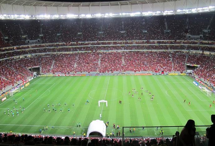 Mané Garrincha começa a receber torcedores de Flamengo e Coritiba (Foto: Ivan Raupp/GloboEsporte.com)