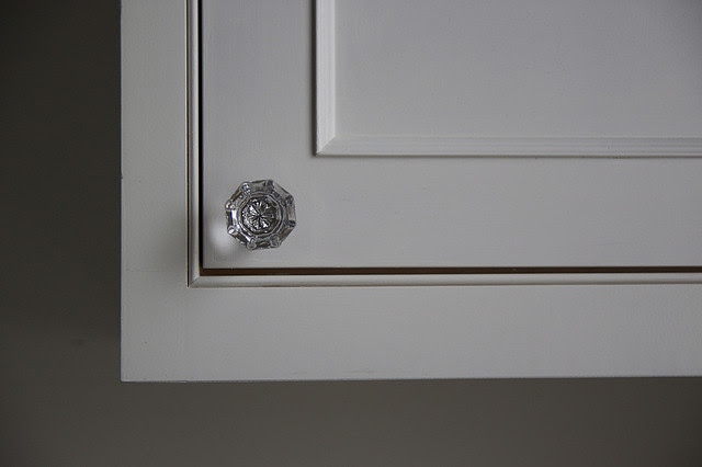 How to pick the right kitchen cabinet hardware
