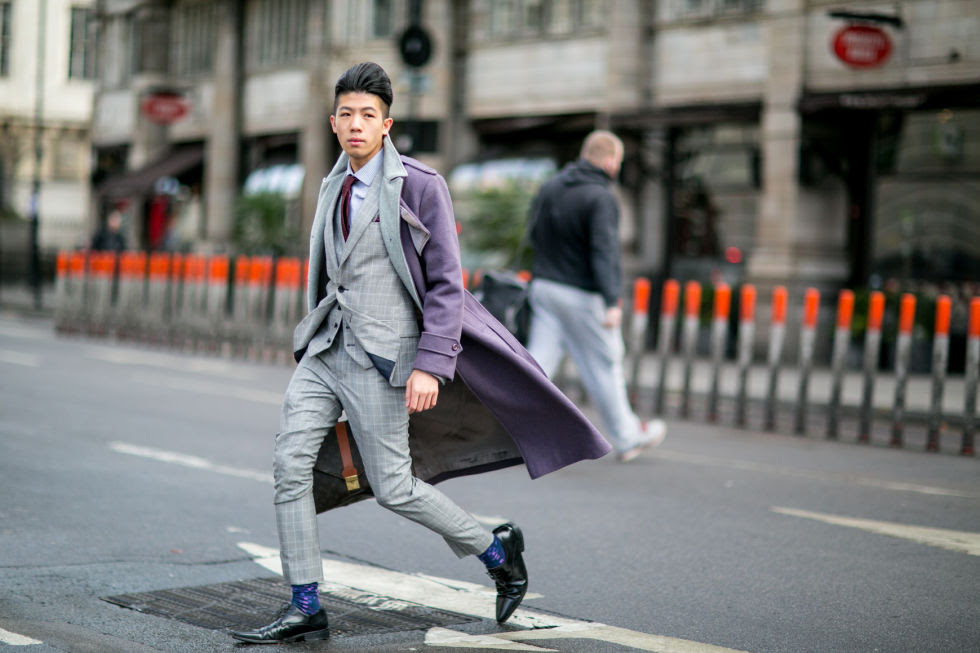 That three-piece suit. That billow. That lavender coat.So glam.
