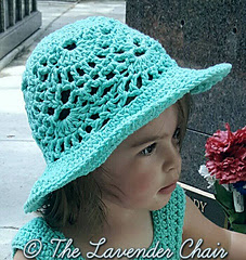 Lacy_shells_sun_hat_-_free_crochet_pattern_-_the_lavender_chair_small