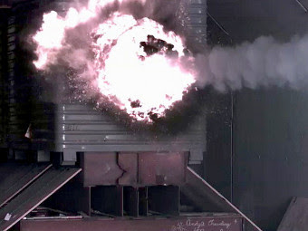Испытание рельсотрона. Фото с сайта navy.mil