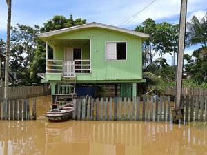 Cidade de Boca do Acre é uma das mais afetadas pelas inundações (Foto: Defesa Civl/Divulgação)