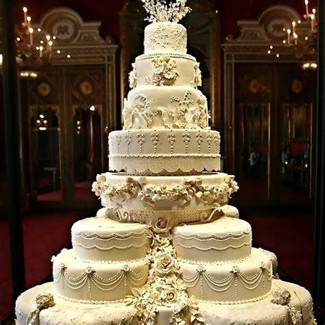 Huge Cake!   Crazy Cakes   Cool wedding cakes, Big wedding