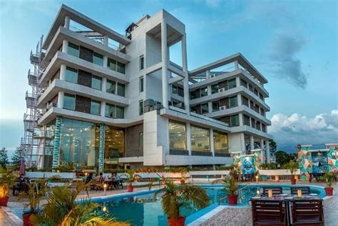 15 Best Hotels In Dehradun For A Sweet Stay In The Foothills