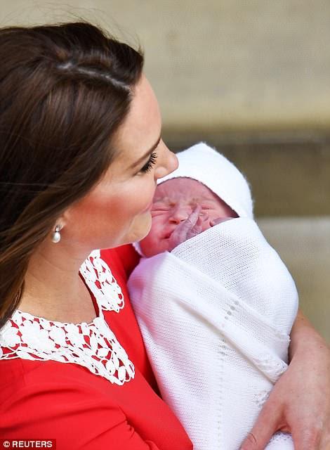 El nuevo bebé incluso hizo un intento en su primera ola real