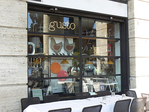 gusto boutique 2.jpg
