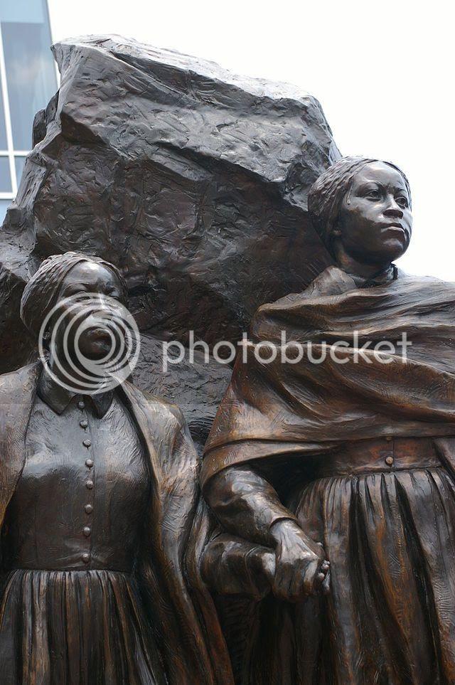monument to Edmonson sisters