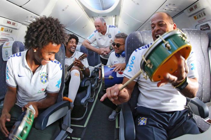 Atletas garantem animação em voo Rio-Fortaleza/ Foto: Ricardo Stuckert /CBF
