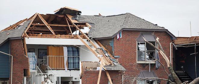 Tornades, inondations et chutes de neige ont fait au moins 44 morts aux États-Unis depuis samedi.