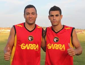 Marcel (esq.) e Joel, novos jogadores do Globo FC (Foto: Kaline Rodrigues/Divulgação)