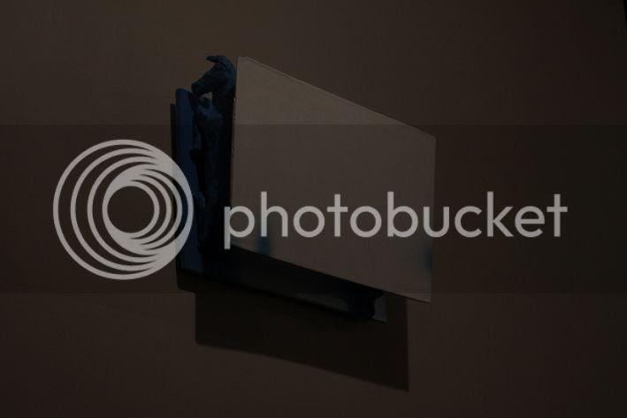 H, Photo sombre d'une sculpture de Pierre-Guilhem Pierre Guilhem il s'agit de deux chevaux couch