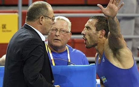 Swedish wrestler Ara Abrahamian throws away medal in Olympic hissy fit