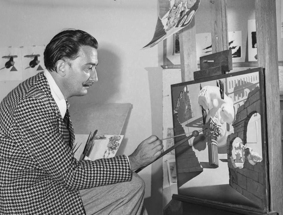 Salvador Dalí, realizando pinturas para la película de dibujos animados inconclusa 'Destino', que Salvador Dalí y Walt Disney concibieron conjuntamente.