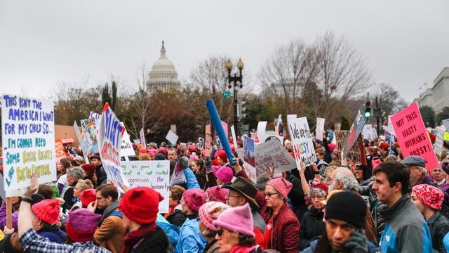 La Marcha de las Mujeres convoca a miles de personas contra Donald Trump en Washington. Foto: AP