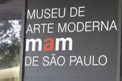 Logo do Museu de Arte Moderna de São Paulo exposto na fachada do museu