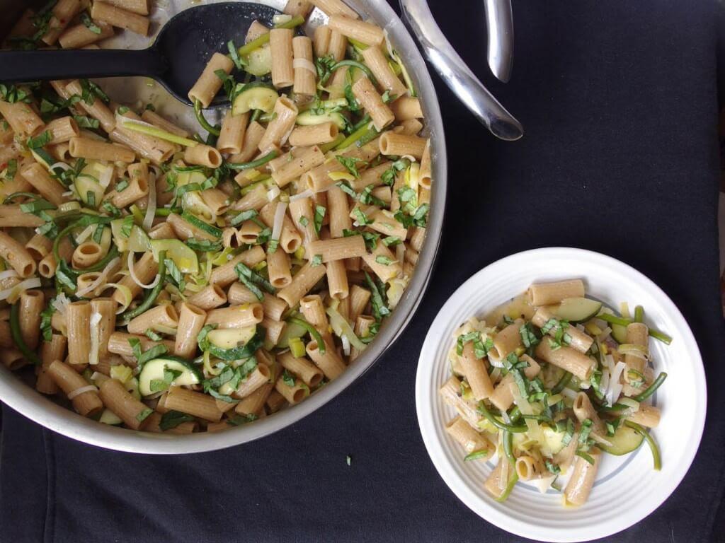 image recipe one pot leeks white wine zucchini pasta vegan