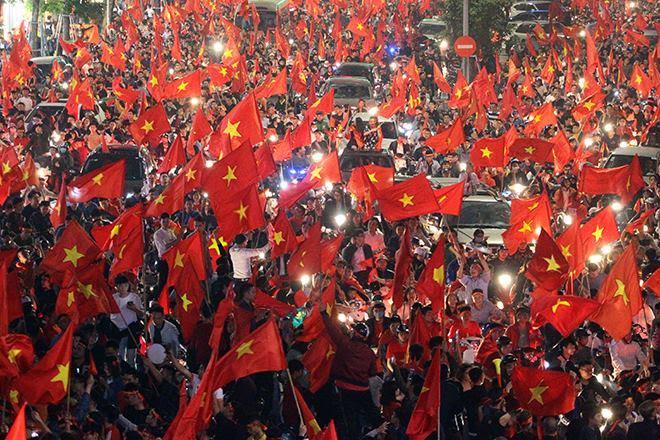 Kết quả hình ảnh cho người dân ăn mừng việt nam thắng qatar