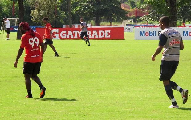 vagner love flamengo jogo treino madureira (Foto: Janir Júnior / Globoesporte.com)