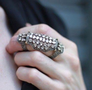 La Bella Joya: Kinetic Jewelry