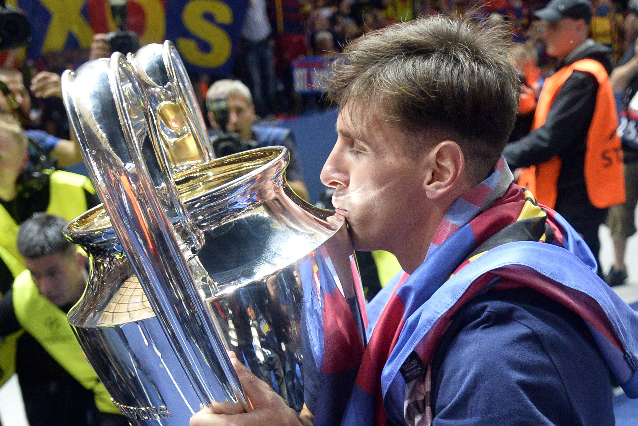 Lionel Messi Makes 100th Champions League Appearance for ...