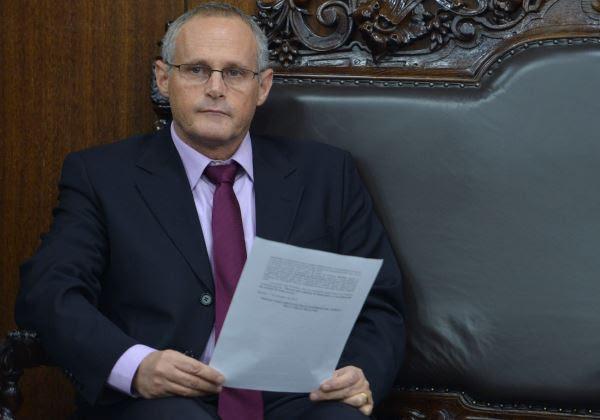 O secretário de Segurança do Rio de Janeiro, José Mariano Beltrame, é recebido pelo presidente do Senado, Renan Calheiros (Antonio Cruz/Agência Brasil)