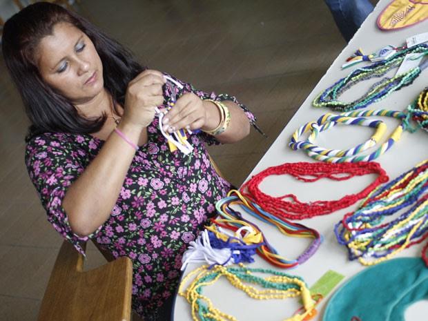 Claudia Ferreira viu na costuma uma forma de se reinserir no mercado de trabalho (Foto: Divulgação/Sebrae-PA)