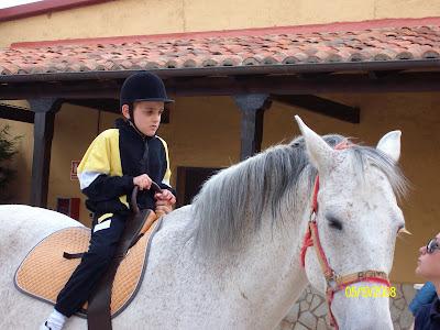 Iago montado a caballo