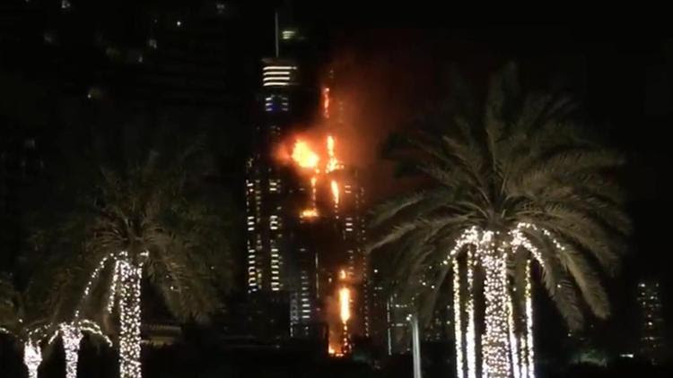 Building fire rages in Dubai