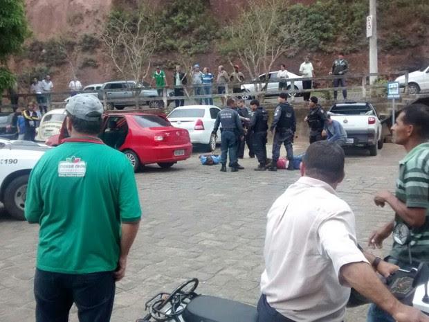 Cena após tiroteio perto da rodoviária (Foto: VC no ESTV)