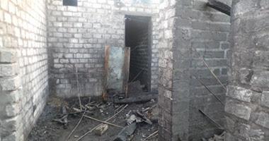 آثار الحرائق فى منازل قرية عرب القداديح بأسيوط