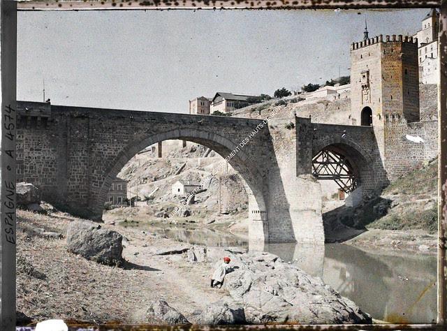 Puente de Alcántara entre el 15 y el 17 de junio de 1914. Autocromo de Auguste Léon. © Musée Albert-Kahn - Département des Hauts-de-Seine