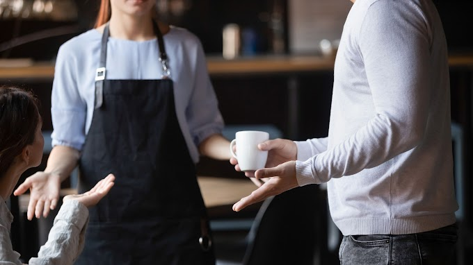 TREND ESSENCE: Man launches expletive-filled tirade at restaurant staff for taking too long to prepare his to-go meal