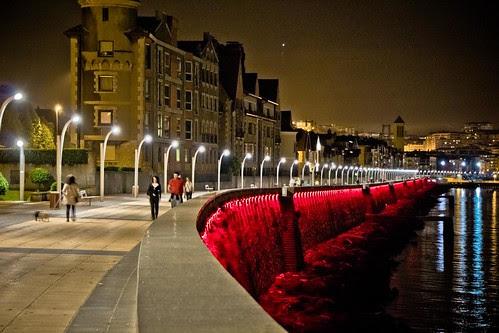 Getxo iluminado por LEDs multicolores