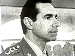 Em imagem de arquivo, coronel Ustra durante período no qual era responsável pelo Doi-Codi (Foto: Reprodução/TV Globo)