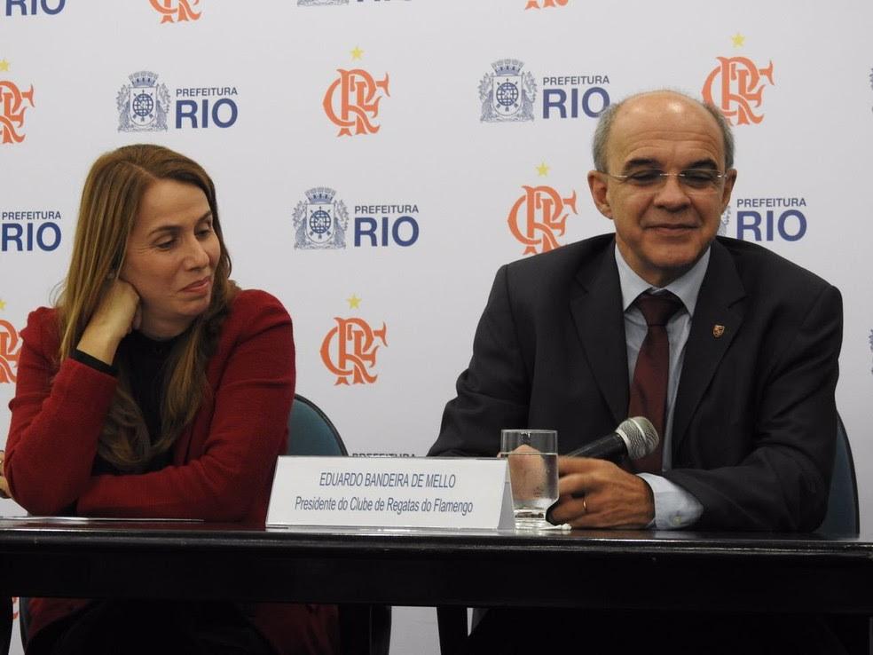Patrícia Amorim e Bandeira sorriem juntos (Foto: Fred Gomes/GloboEsporte.com)